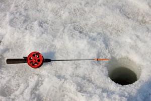 особенности зимней рыбалки - оборудование