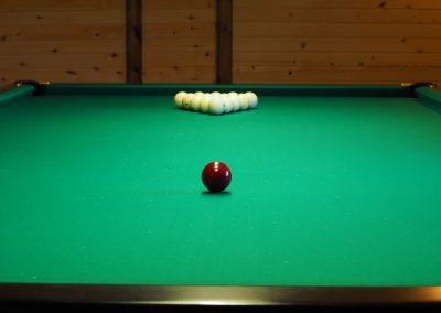 Игра в бильярд в базе отдыха Подворье 1