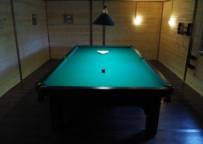 Игра в бильярд в базе отдыха Подворье 4
